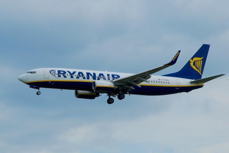 B738 Ryanair, approach 07L